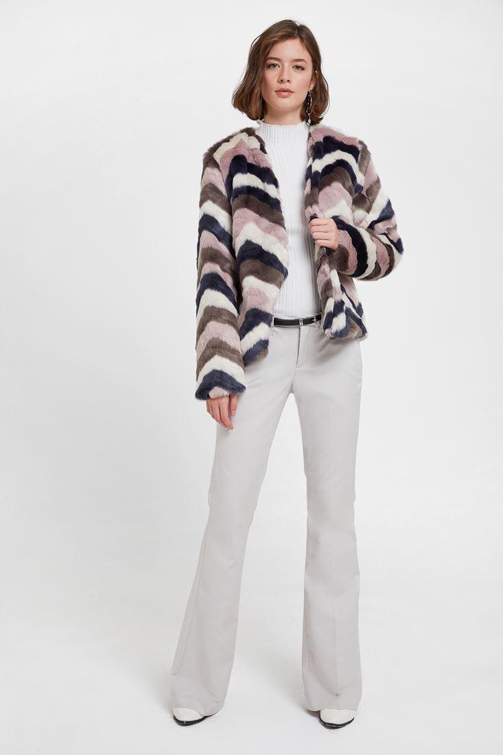 Renkli Kürk Ceket ve Flare Pantolon Kombini