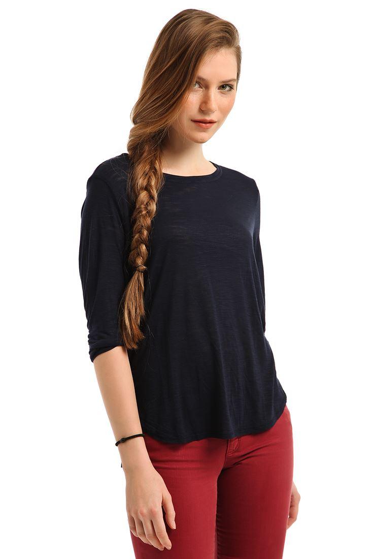 Lacivert Geniş Yakalı Yırtmaçlı Tişört