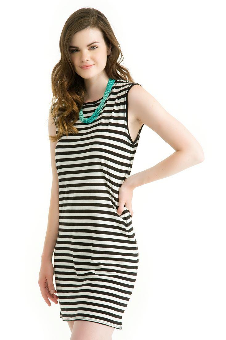 Çok Renkli Siyah Beyaz Çizgili Kolsuz Kısa Elbise