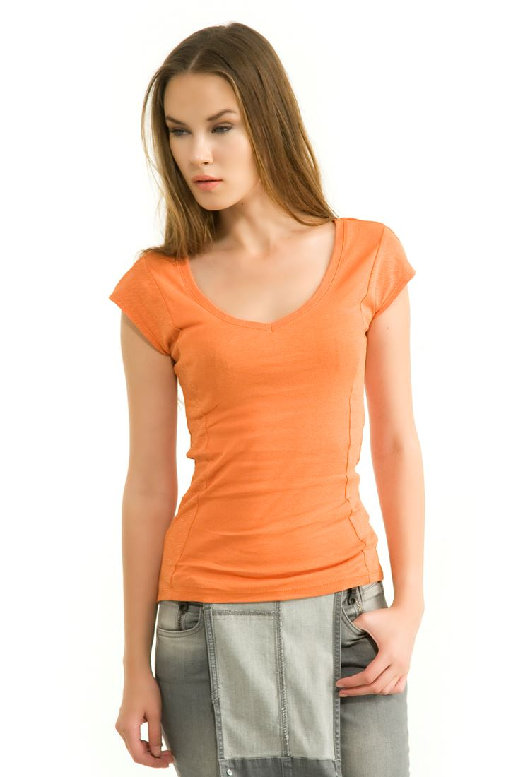 Turuncu V Yaka Basic Kısa Kollu Tişört