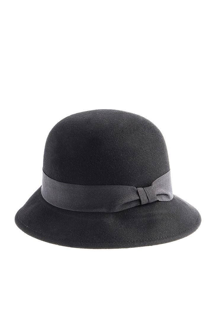 Siyah Fiyonk Detaylı Kloş Şapka