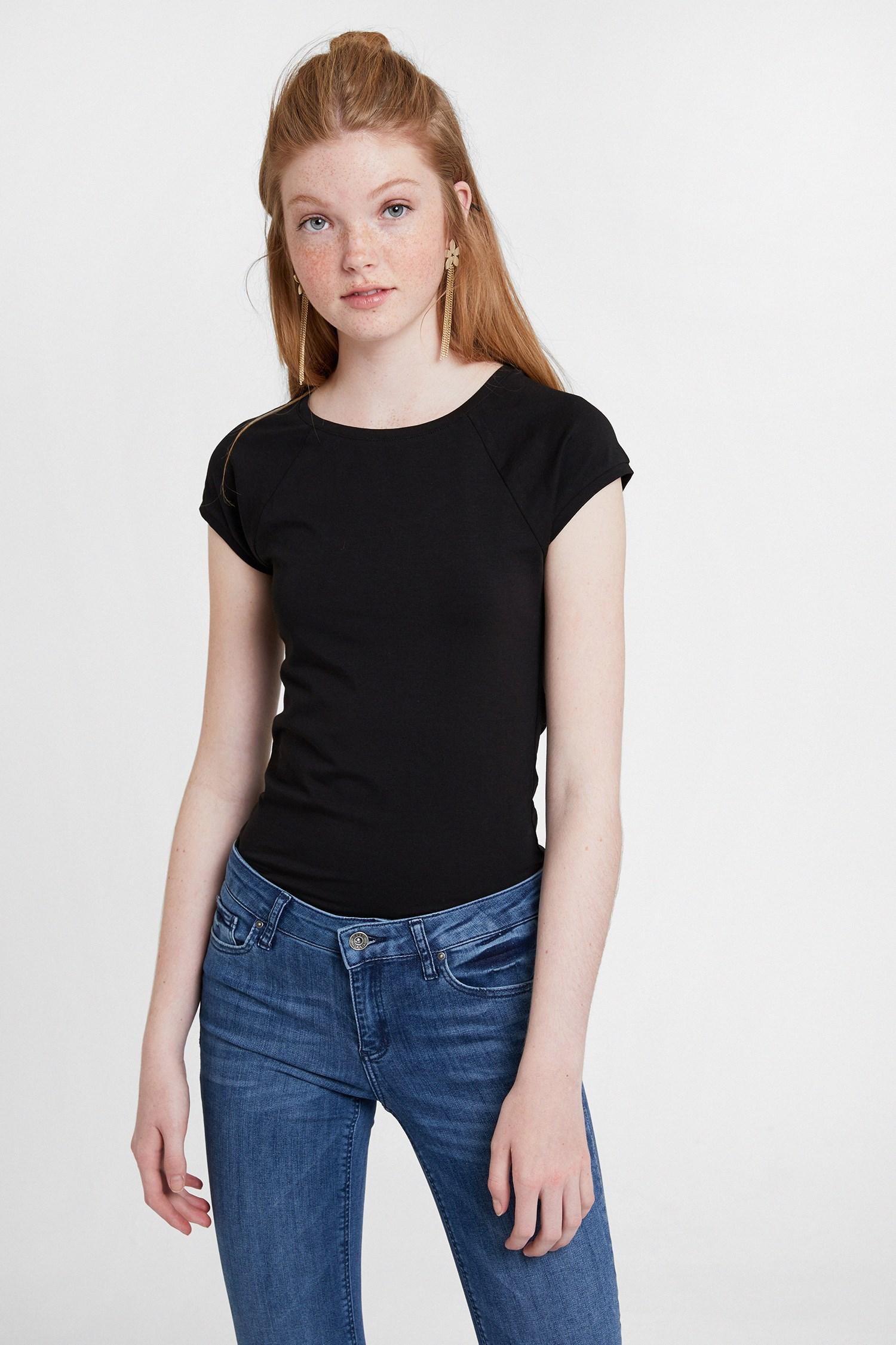 Bayan Siyah Sıfır Yaka Streç Tişört