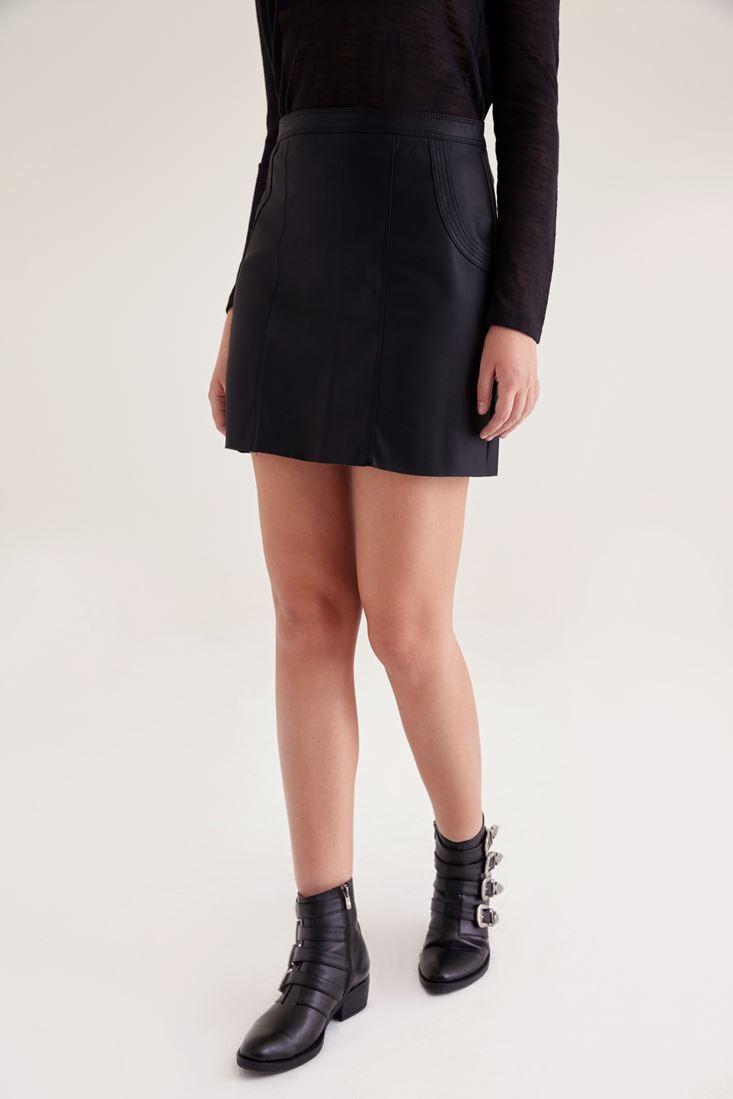 Siyah Deri Görünümlü Mini Etek