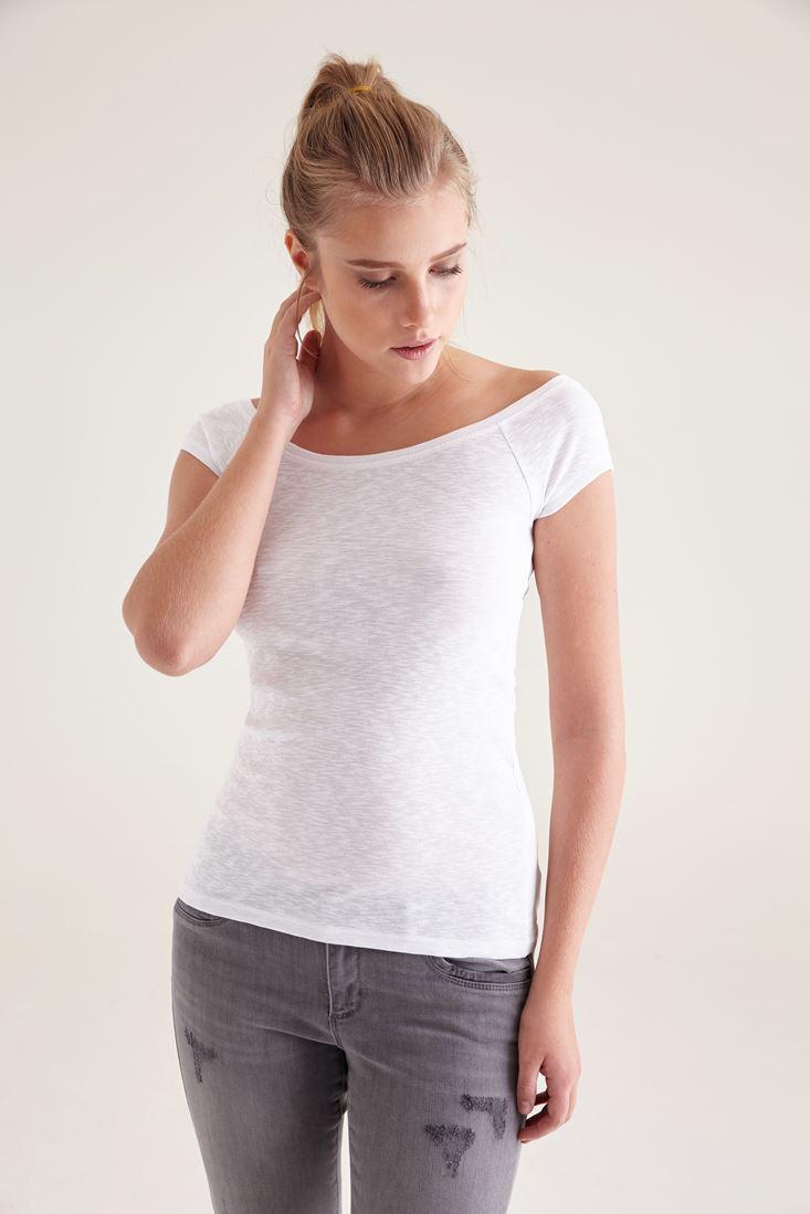 Bayan Beyaz Geniş Yaka Tişört
