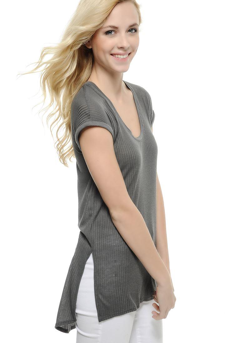 Bayan Gümüş Geniş Yaka Yırtmaçlı Tişört