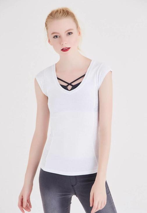 Beyaz Geniş Yaka Basic Tişört