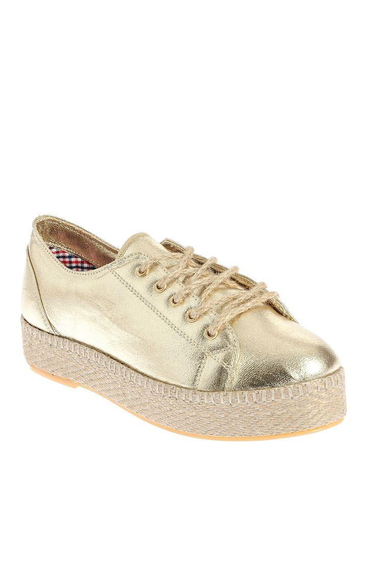 Altın Bağcıklı Ayakkabı