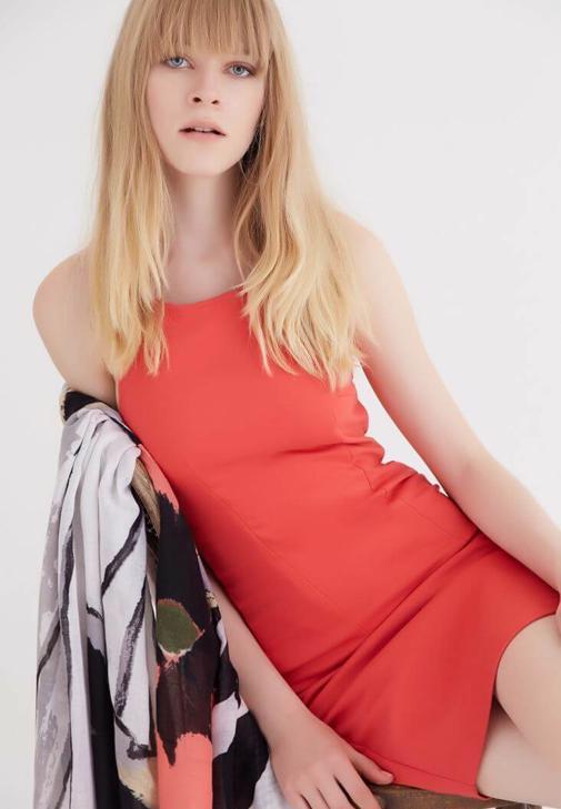Kırmızı Sırt Dekolteli Mini Elbise
