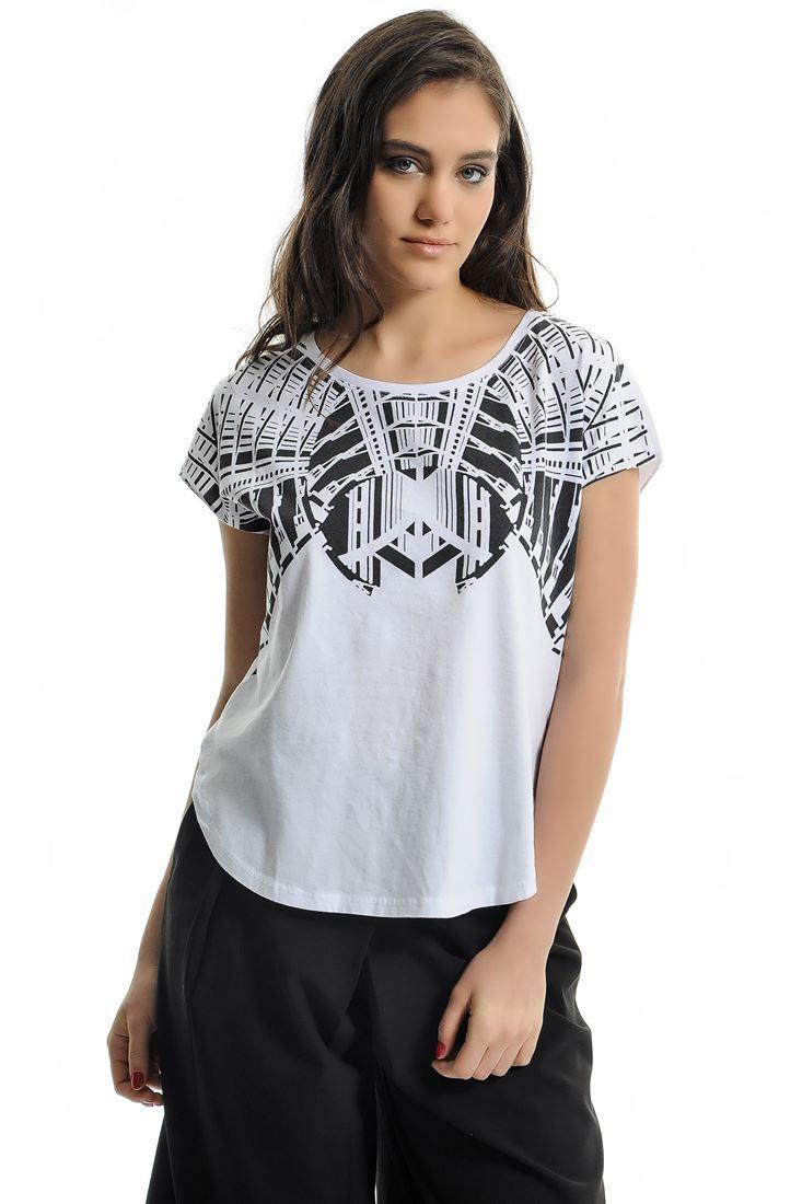 Beyaz Kayık Yaka Baskılı Tişört
