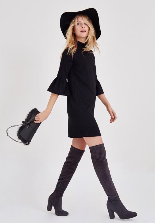 Siyah Kolları Volanlı Elbise