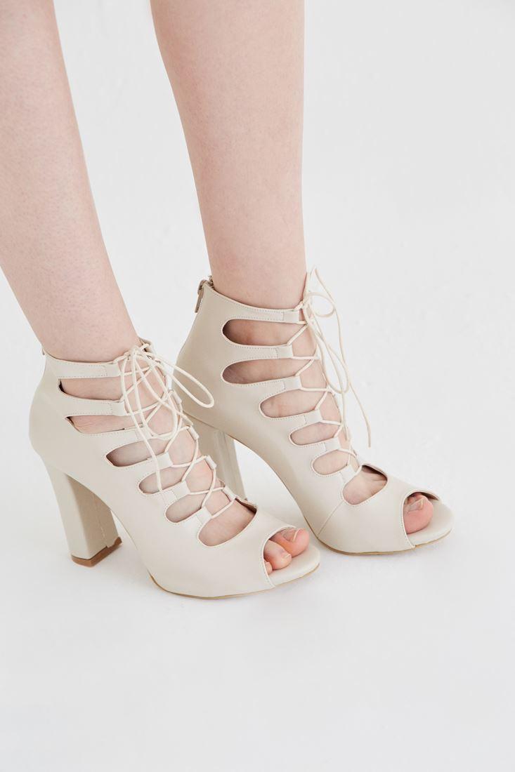 Krem Bağcıklı Topuklu Ayakkabı