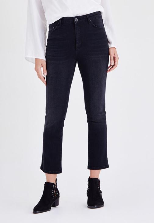 Siyah Kısa Paçalı Jean