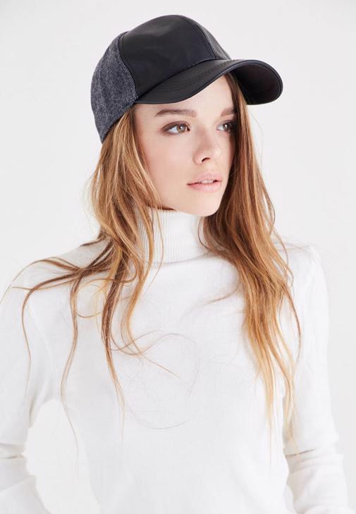 Siyah Deri Görünümlü Şapka