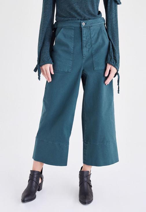 Yeşil Bol Kesim Kısa Paça Pantolon