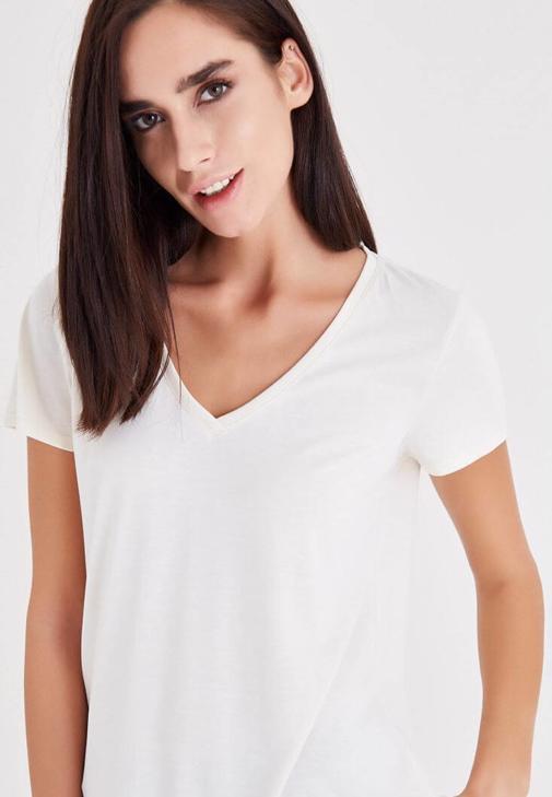 Krem V Yaka Modal Tişört