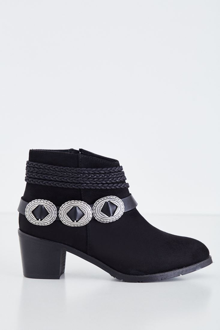 Black Boot With Buckle Detail