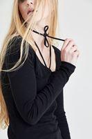 Bayan Siyah Biye Detaylı Tişört