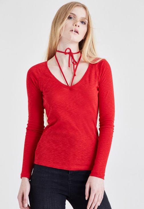 Kırmızı Biye Detaylı Tişört