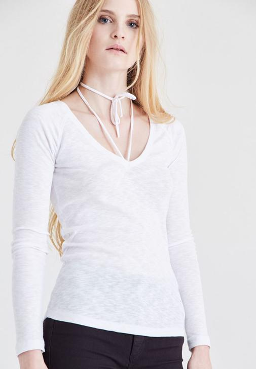 Beyaz Biye Detaylı Tişört