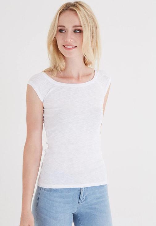Beyaz Bot Yaka Kısa Kollu Tişört
