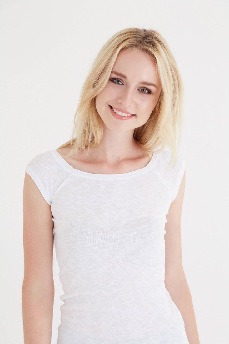 Bayan Beyaz Bot Yaka Kısa Kollu Tişört