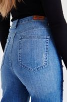 Bayan Mavi Nakış Detaylı Jean