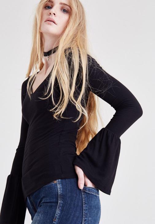 Siyah Kol Detaylı Bluz