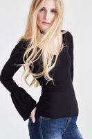 Bayan Siyah Kolları Volan Detaylı Bluz