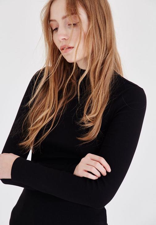 Siyah Uzun Kollu Boğazlı Tişört