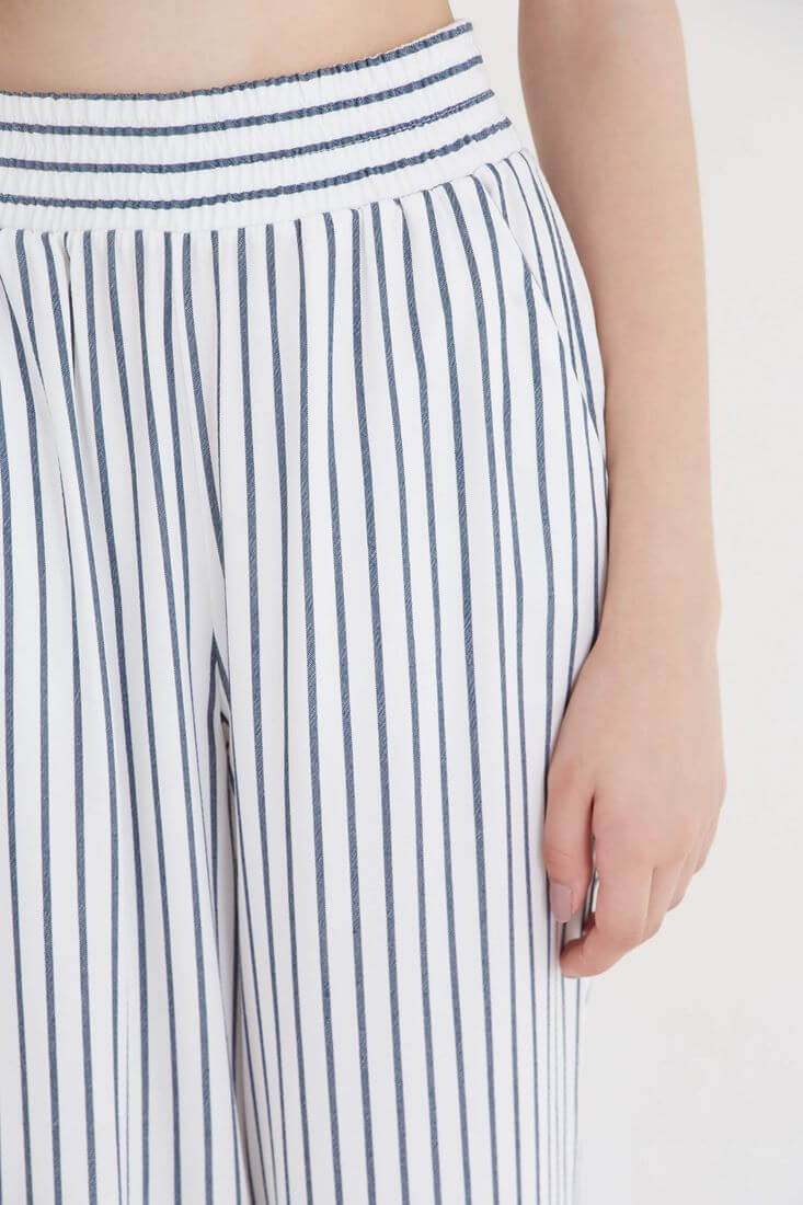 Bayan Beyaz Çizgili Bol Pantolon