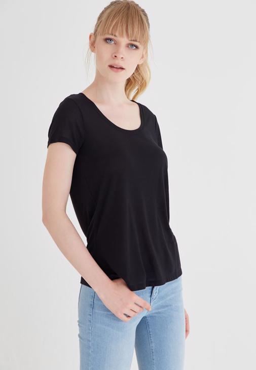 Siyah U Yaka Tişört
