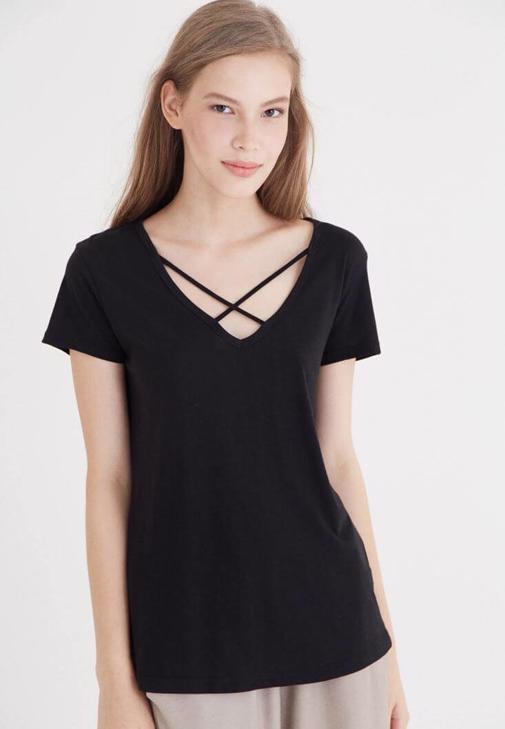 Siyah Çapraz Bant Detaylı Tişört