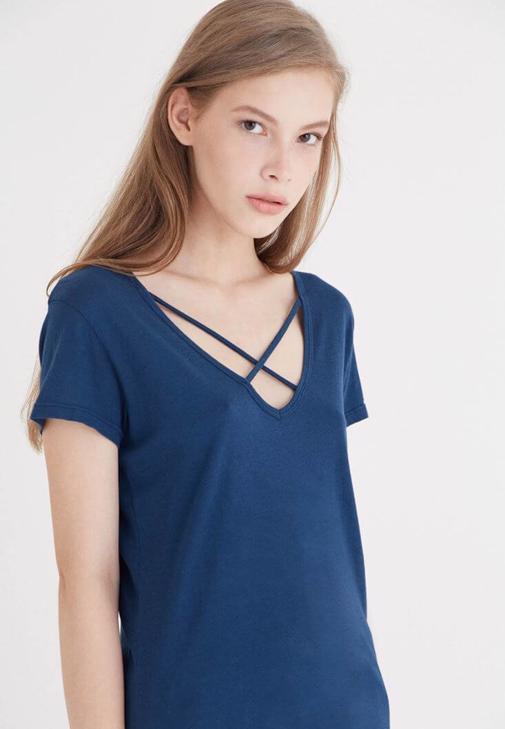 Mavi Çapraz Bant Detaylı Tişört