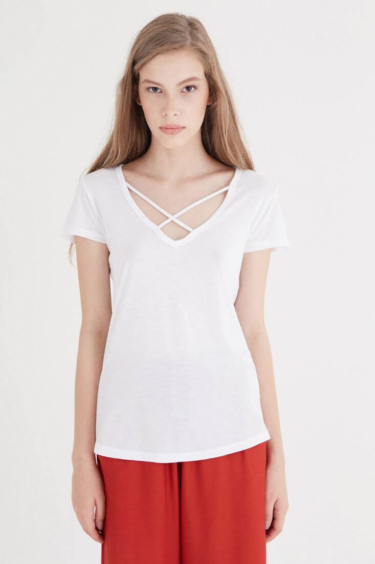 Bayan Beyaz Çapraz Bant Detaylı Tişört