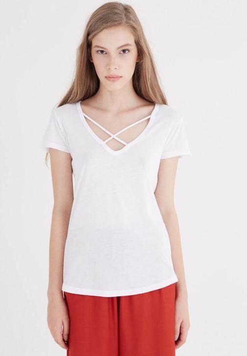 Beyaz Çapraz Bant Detaylı Tişört