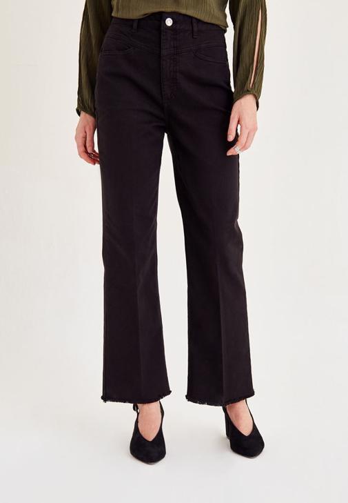 Siyah Kısa Paçalı Pantolon