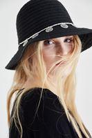 Bayan Siyah Metal Aksesuar Detaylı Şapka