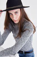 Bayan Siyah Zincir Detaylı Şapka