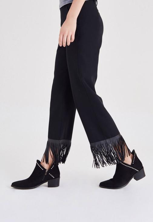 Siyah Püskül Detaylı Pantolon
