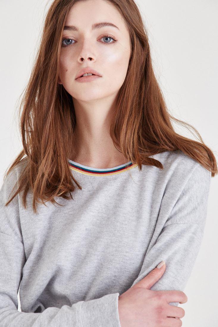 Gri Yaka Detaylı Sweatshirt