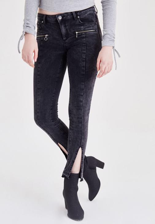 Siyah Fermuar ve Paça Detaylı Kot Pantolon