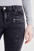 Bayan Siyah Fermuar ve Paça Detaylı Kot Pantolon