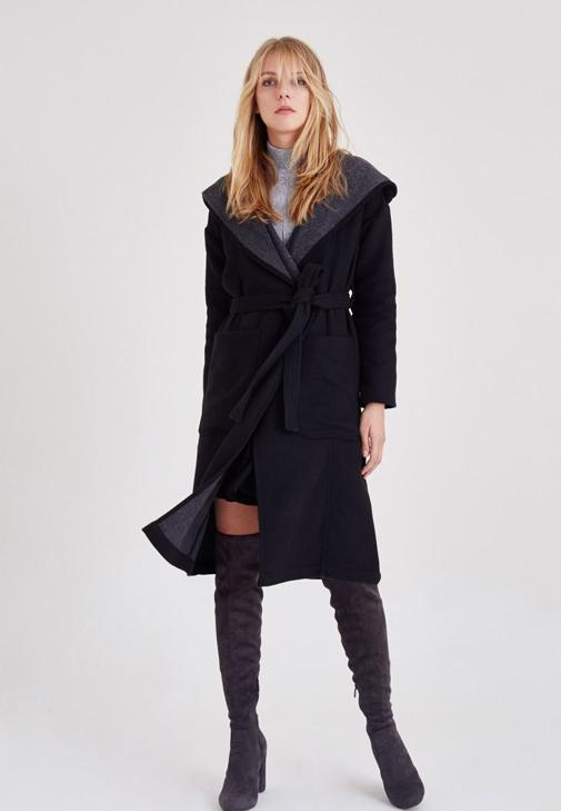 Siyah Kapüşonlu Cepli Palto