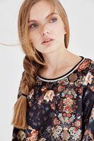 Bayan Çok Renkli Kadife Çiçekli Sweatshirt