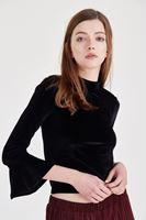 Bayan Siyah Kolları Fırfır Detaylı Kadife Bluz