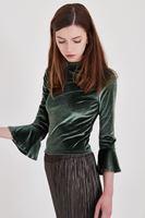 Bayan Yeşil Kolları Fırfır Detaylı Kadife Bluz