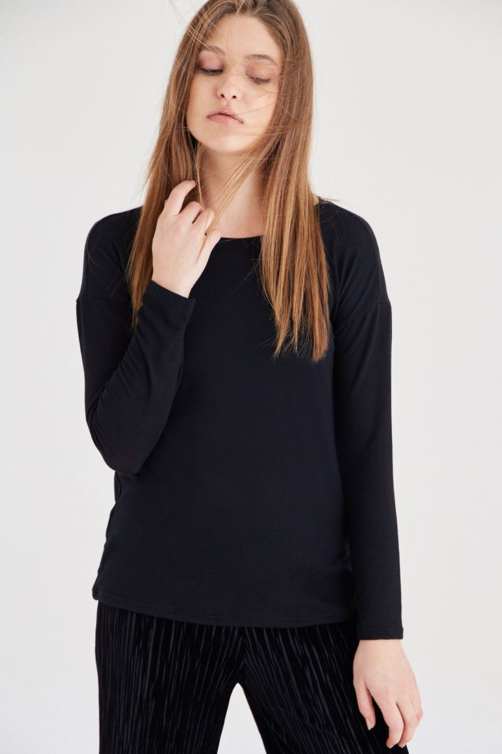 Black Knitwear With Back Detail