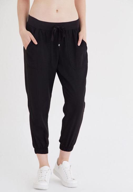 Siyah Rahat Kesim Bilekli Pantolon