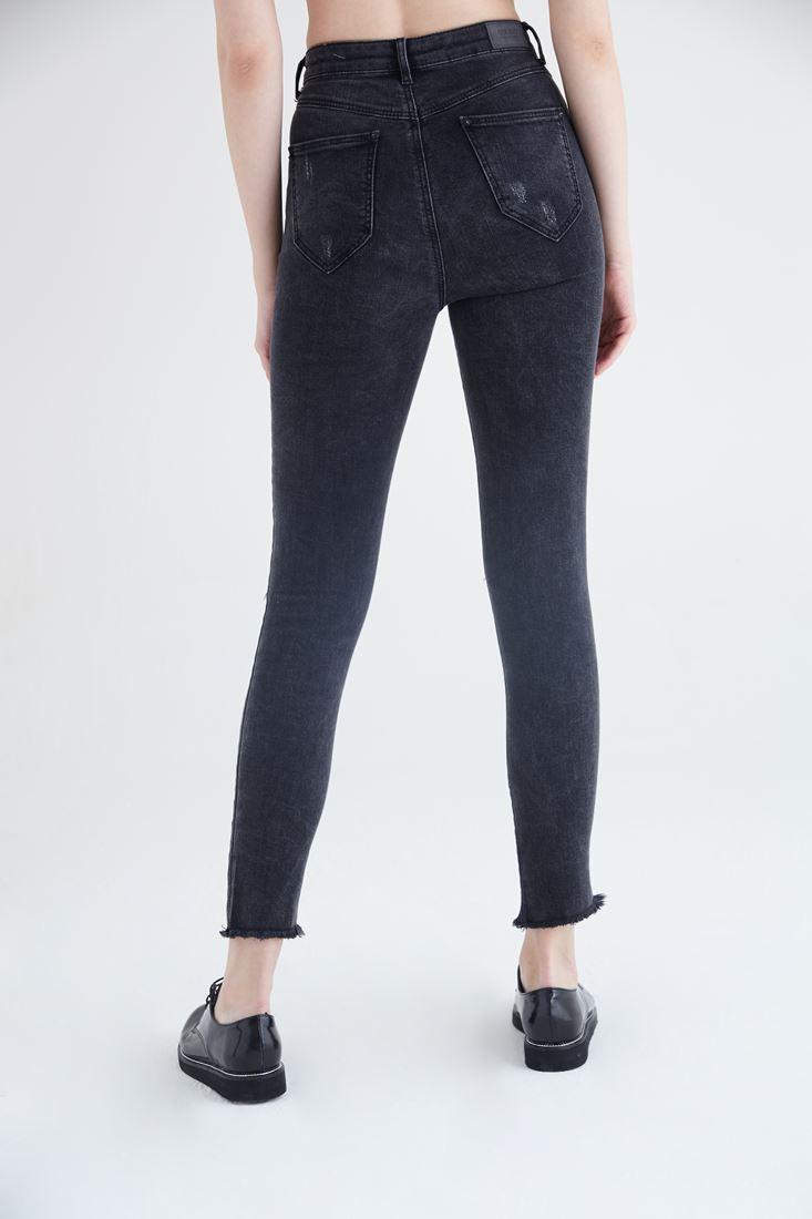 Bayan Siyah Yırtık Dizli Kesik Paçalı Kot Pantolon