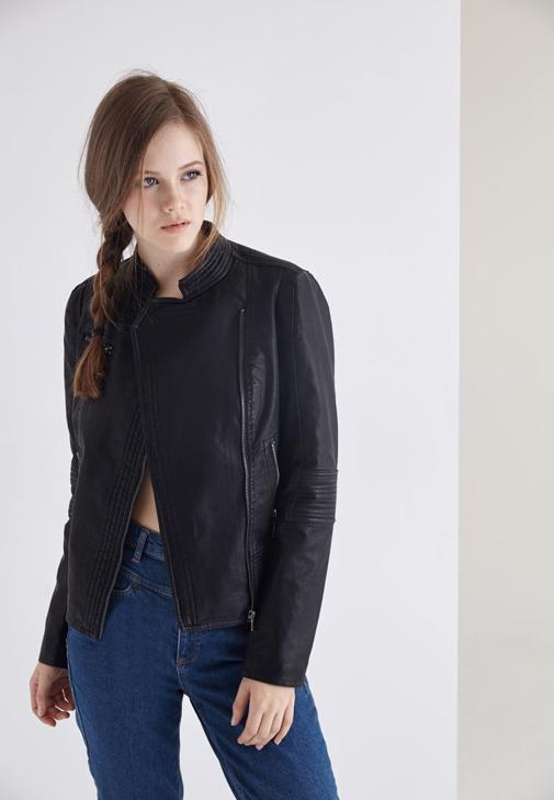 Siyah Çapraz Fermuarlı Ceket